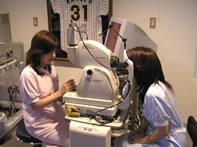 (2)補助レンズ(90D)を用いた細隙灯顕微鏡検査